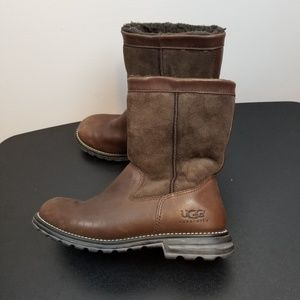 Ugg brown leather winter boots size 8.